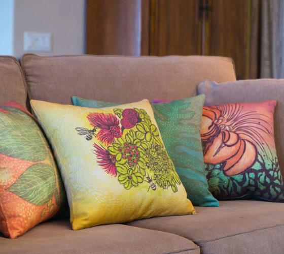 4 Pillows Interior